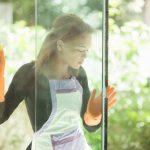 大掃除のガラスの窓ふきと網戸掃除カーテンの洗濯を一気に終わらせる